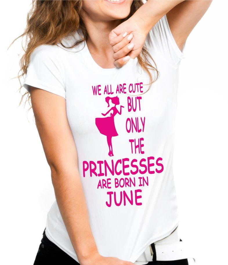 d176855918c6 Dámske narodeninové tričko - PRINCESSES ARE BORN IN ... (zvolte mesiac)